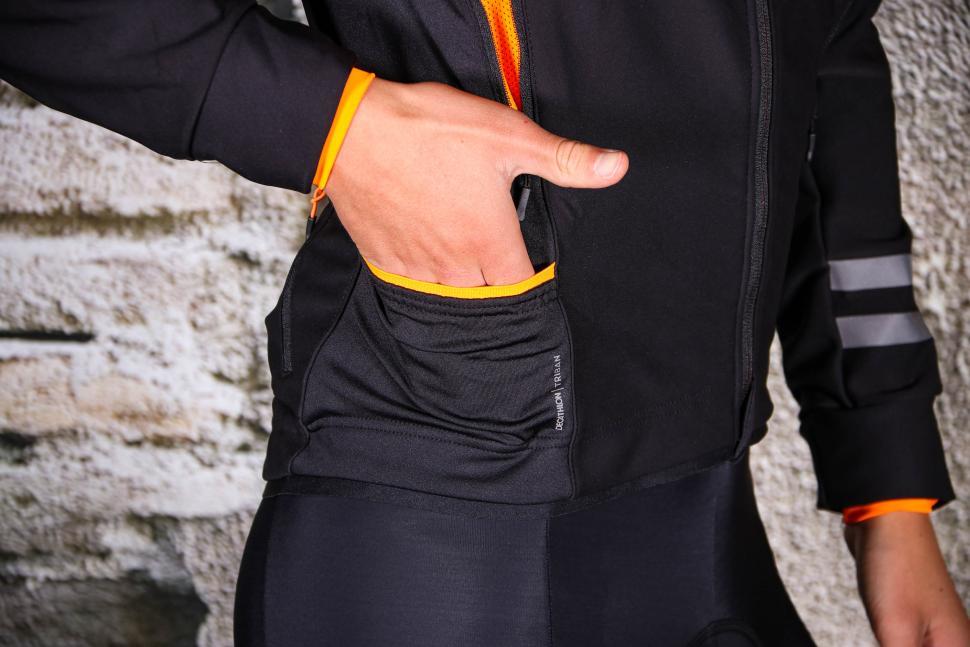 Triban Winter Jacket RC500 - side pocket.jpg