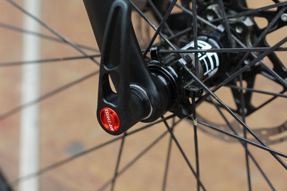 Trp Carbon Cyclocross Fork - thru axle.jpg