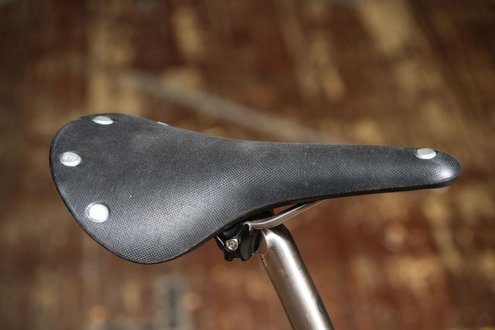Van Nicholas Yukon Disc - saddle.jpg
