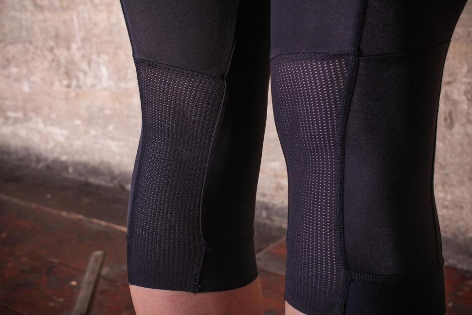 Van Rysel 900 Women's Cropped Tights - leg detail.jpg
