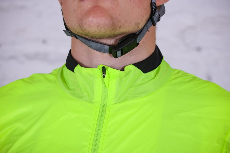 Van Rysel RC 500 Ultralight Windproof Cycling Jacket - collar.jpg