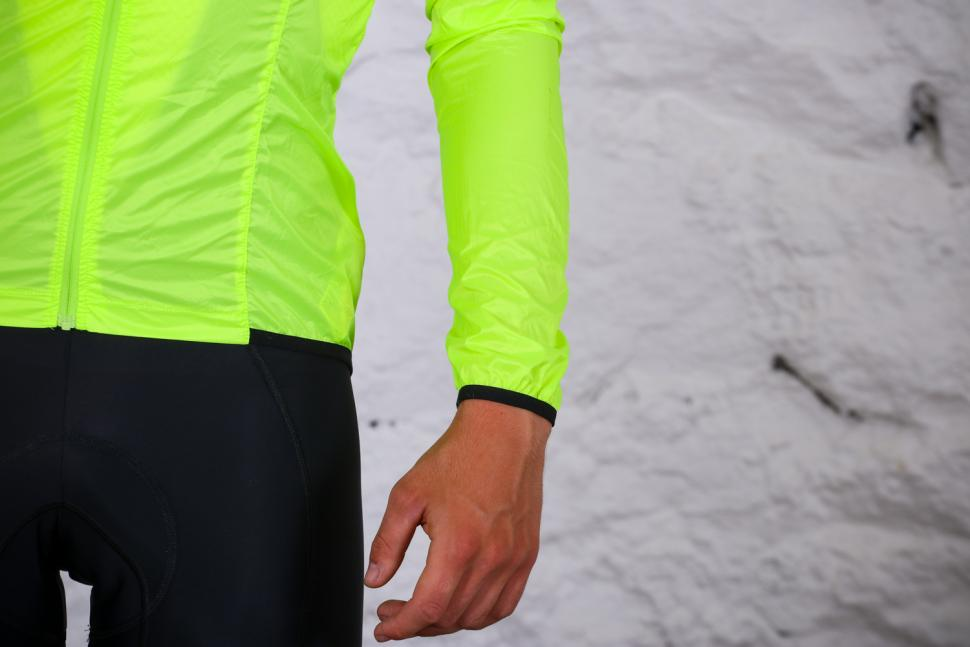 Van Rysel RC 500 Ultralight Windproof Cycling Jacket - cuff.jpg