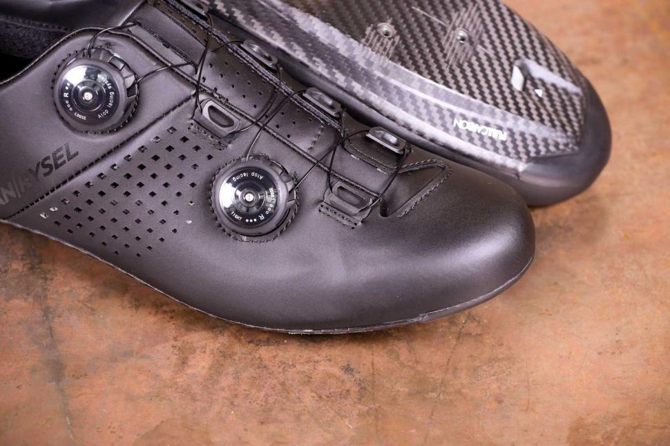 Van Rysel RR 900 Carbon Road Cycling Shoes - toe.jpg
