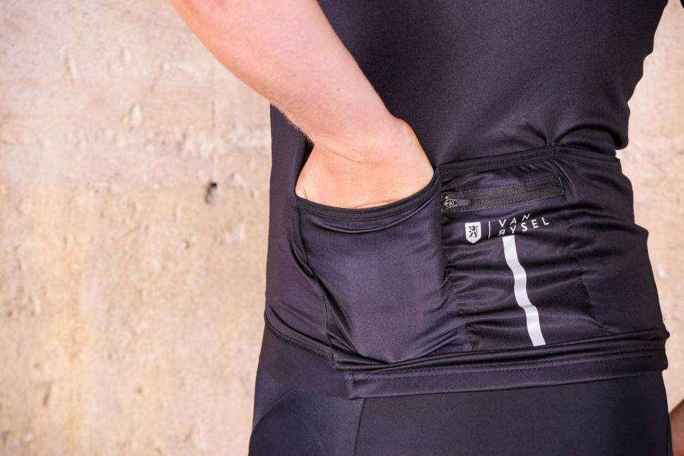 Van Rysel RR 900 Short Sleeve Cycling Jersey - pockets.jpg