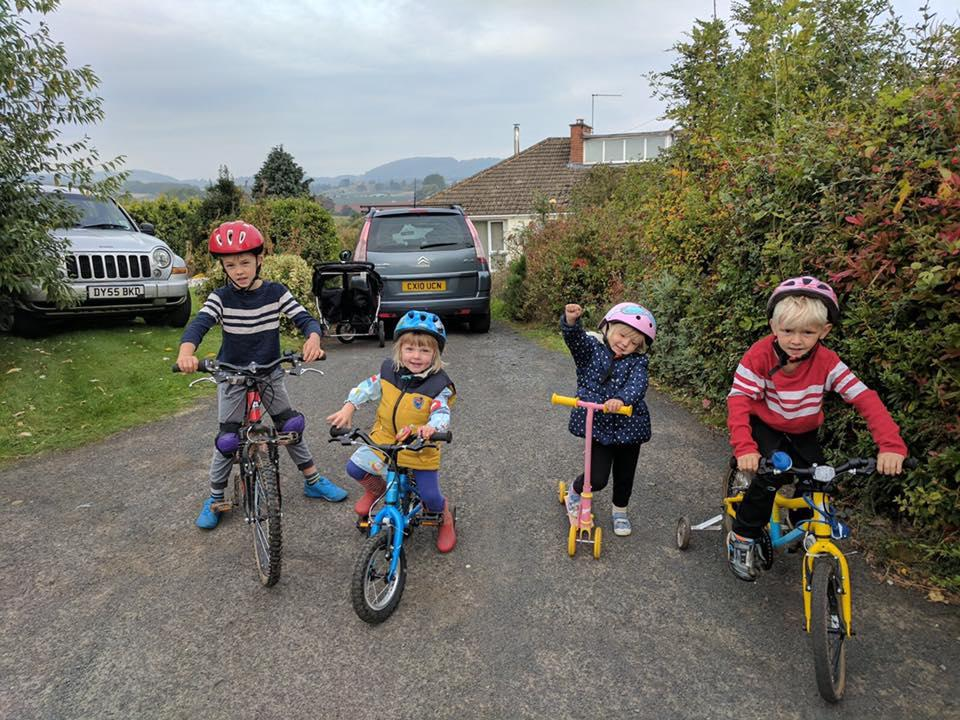 Velo Birmingham 2017 - young supporters (picture courtesy Rachel Farrow).jpg