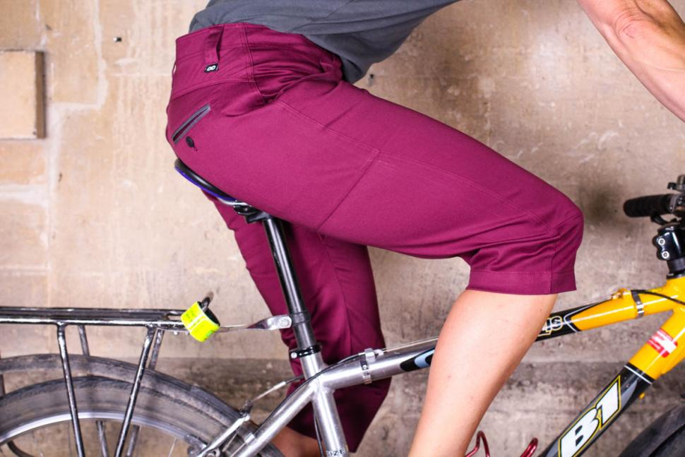 velocity_womens_cycling_capris_-_riding_1.jpg