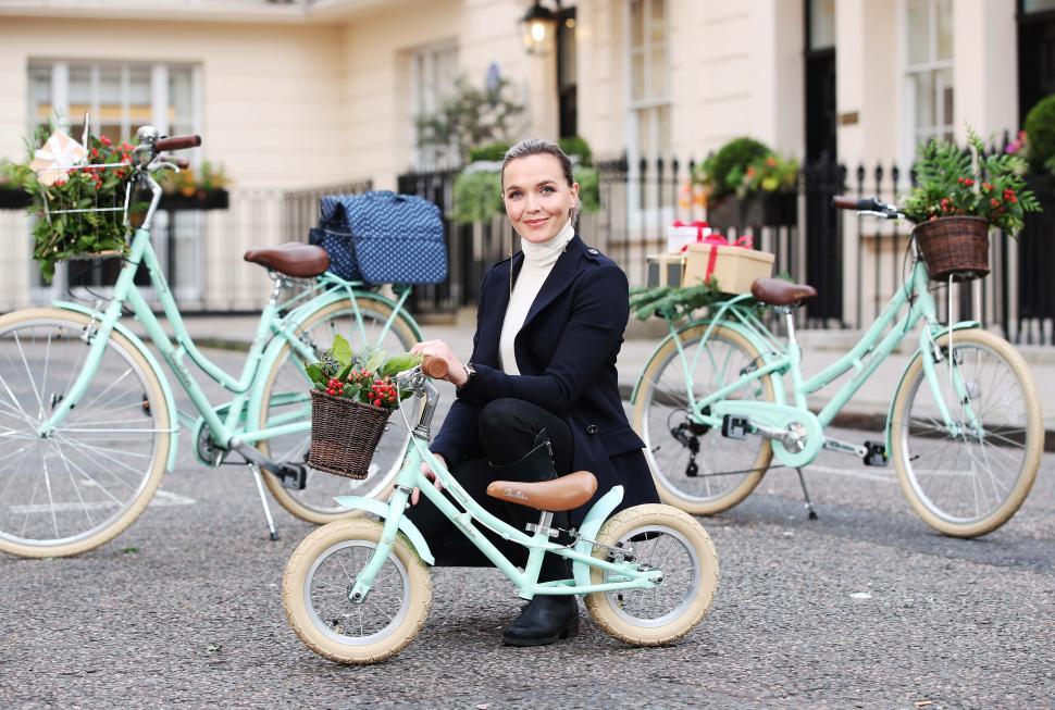 Victoria Pendleton matching kids and paresnts bikes