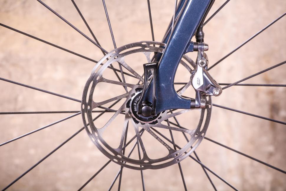 Vielo V+1 - front disc brake.jpg