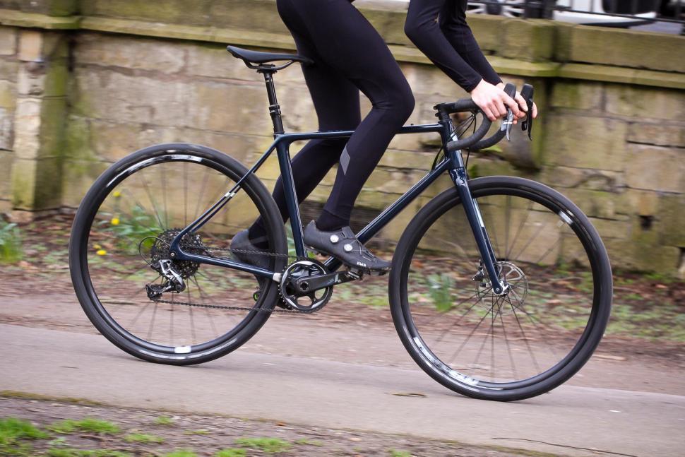 Vielo V+1 - riding 1.jpg