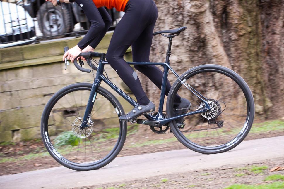 Vielo V+1 - riding 4.jpg