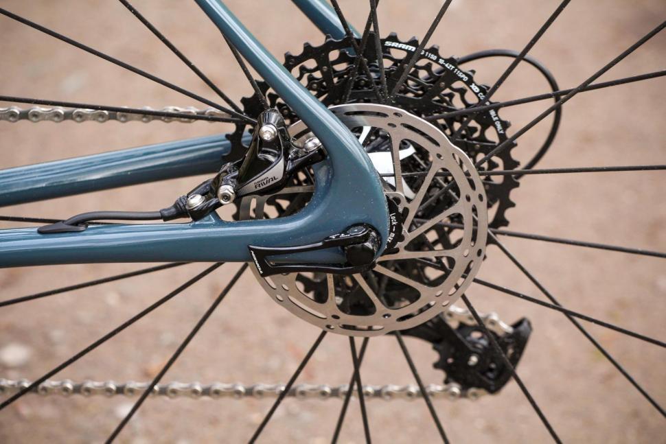 Vielo V+1 Rival - rear disc brake.jpg