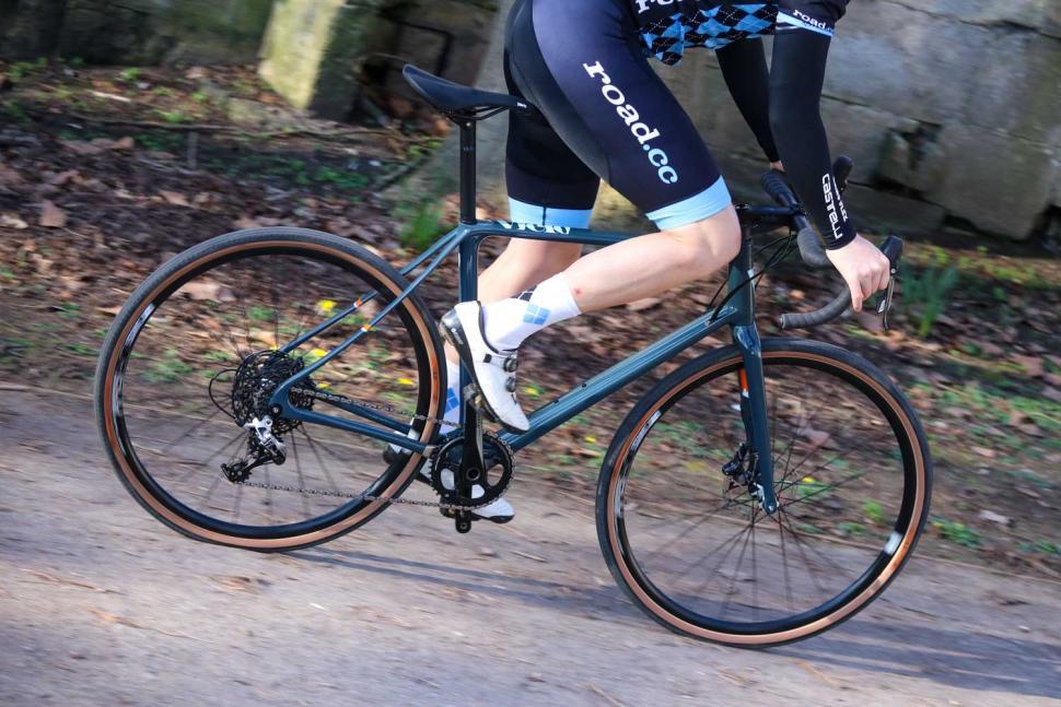 Vielo V+1 Rival - riding 3.jpg