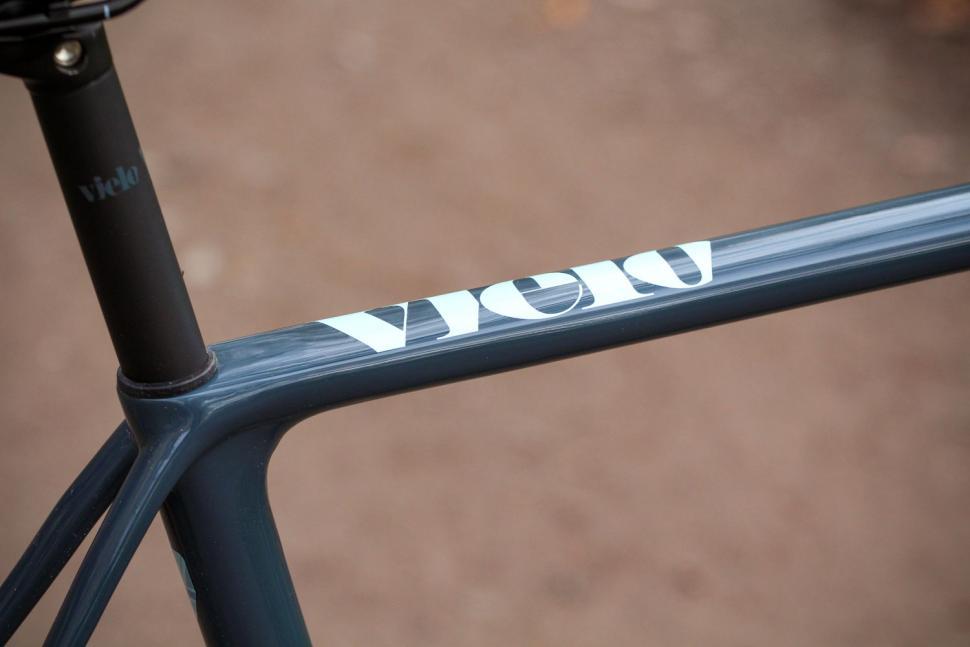 Vielo V+1 Rival - top tube decal.jpg