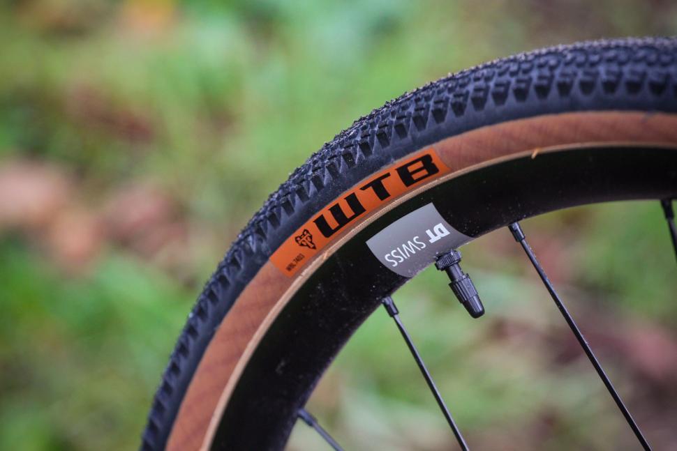 Vielo V+1 Rival - tyre.jpg