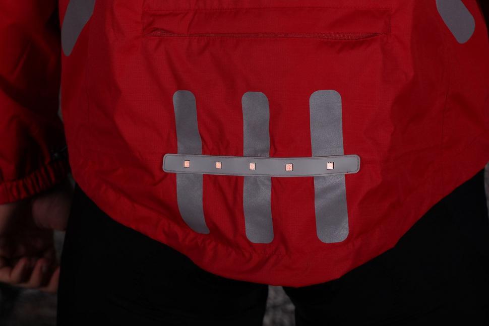 Visijax Highlight Jacket with LEDs - tail light.jpg