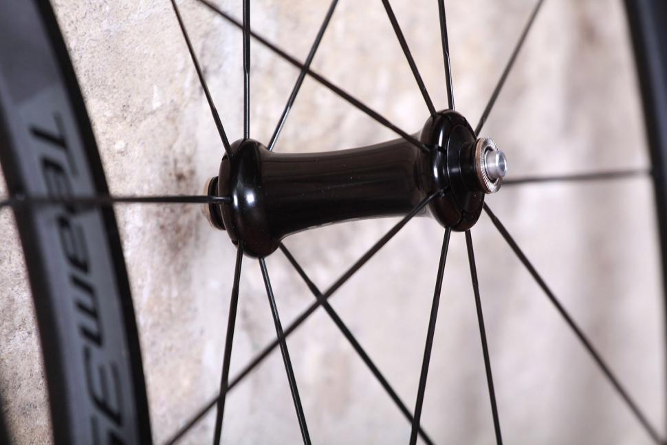 Vision Team 35 Wheelset - front hub.jpg