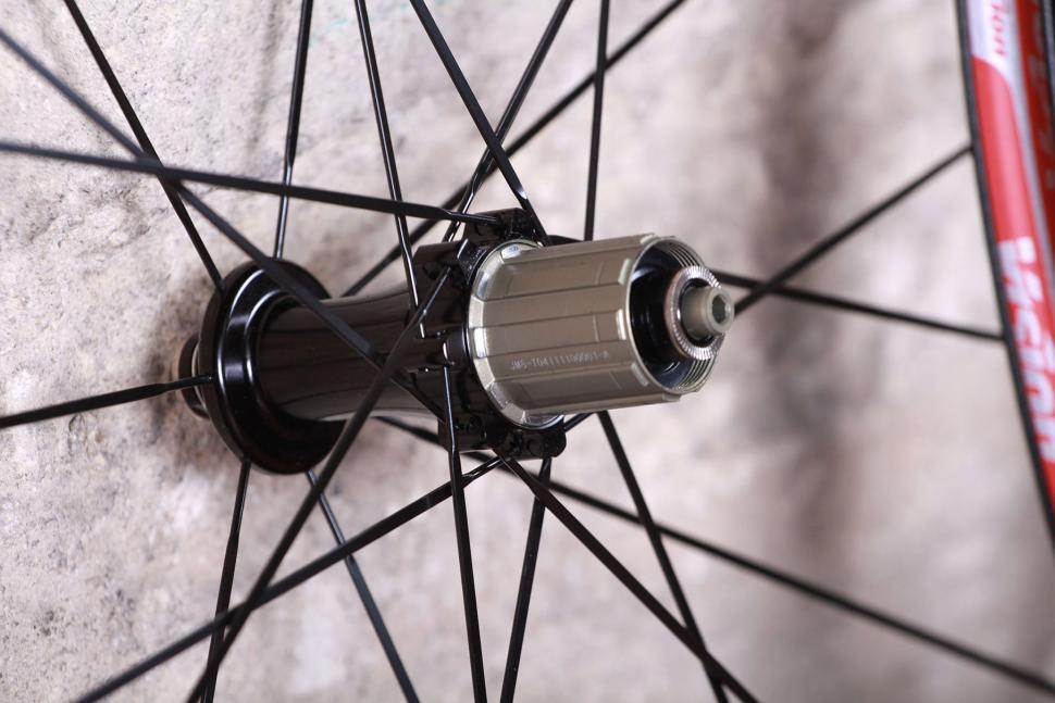 Vision Team 35 Wheelset - rear hub.jpg