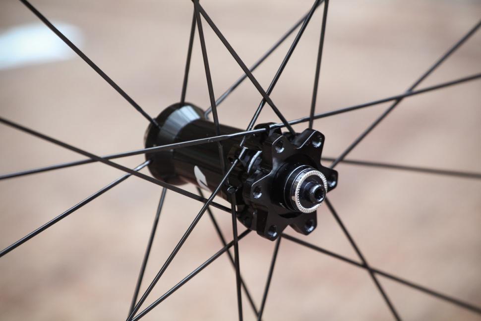 vision_metron_55_sl_disc_clincher_wheels_-_front_hub.jpg