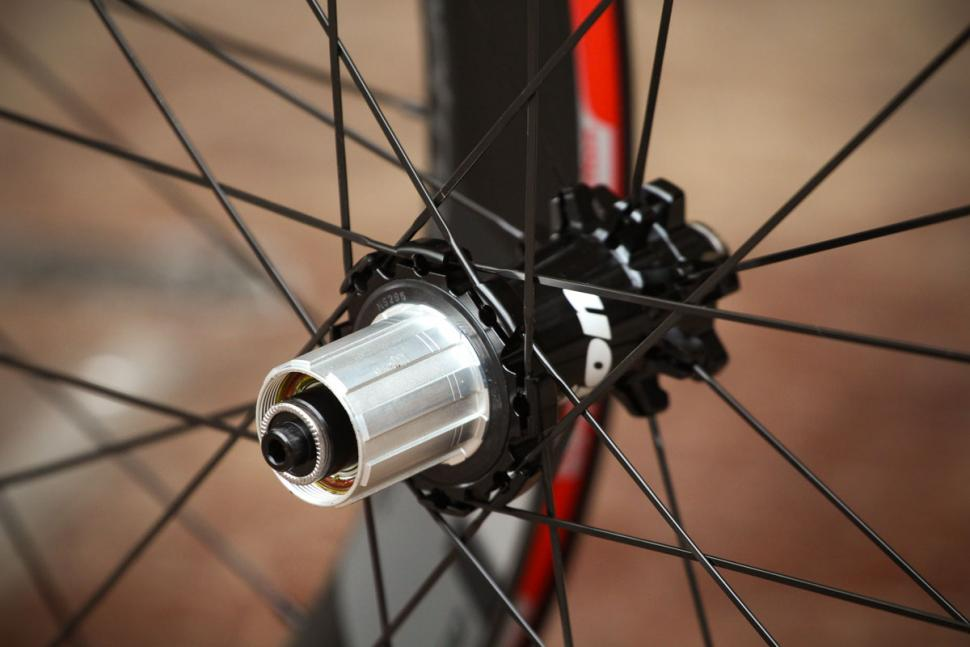 vision_metron_55_sl_disc_clincher_wheels_-_rear_hub.jpg