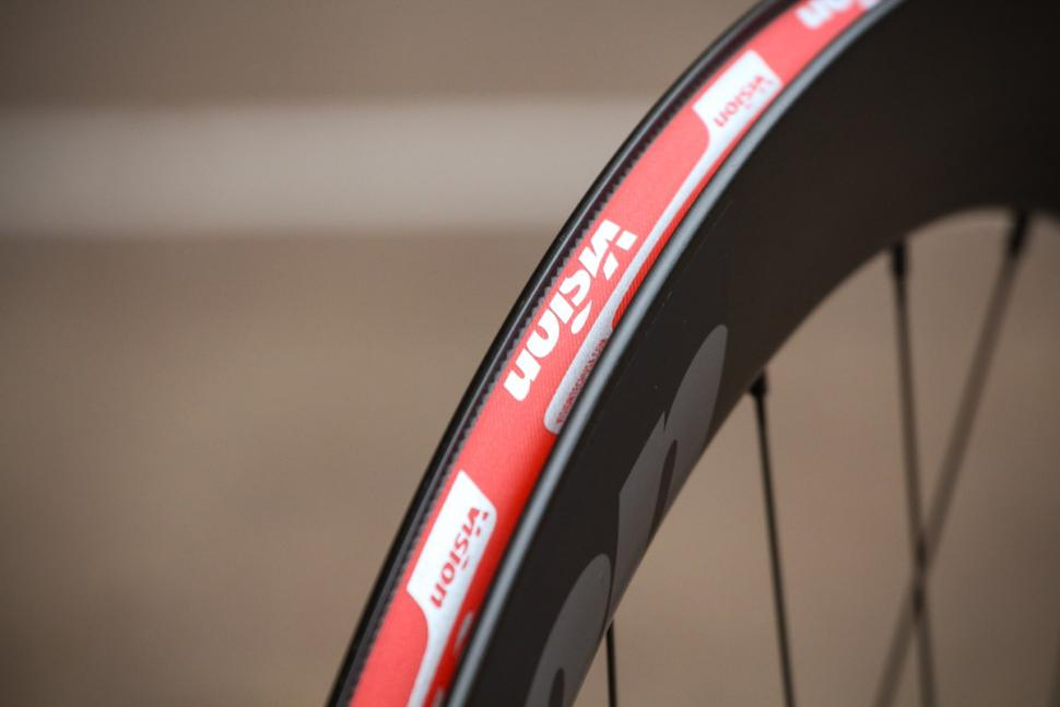 vision_metron_55_sl_disc_clincher_wheels_-_rim_bed.jpg