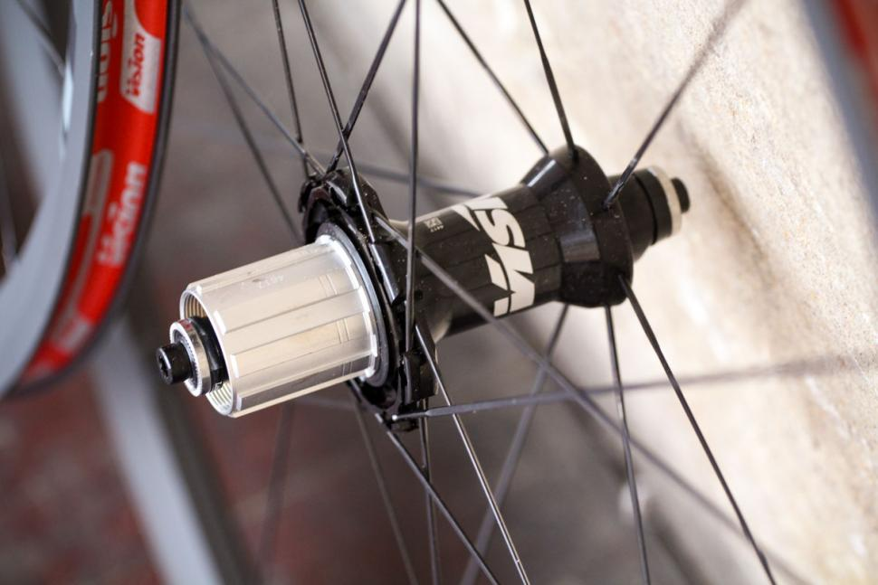 vision_trimax_30_kb_wheelset_-_rear_hub.jpg