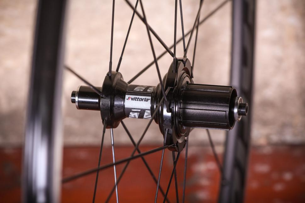 vittoria_alusion_aero_alloy_clincher_wheelset_-_rear_hub.jpg