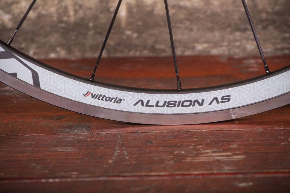vittoria_alusion_aero_alloy_clincher_wheelset_-_rim.jpg