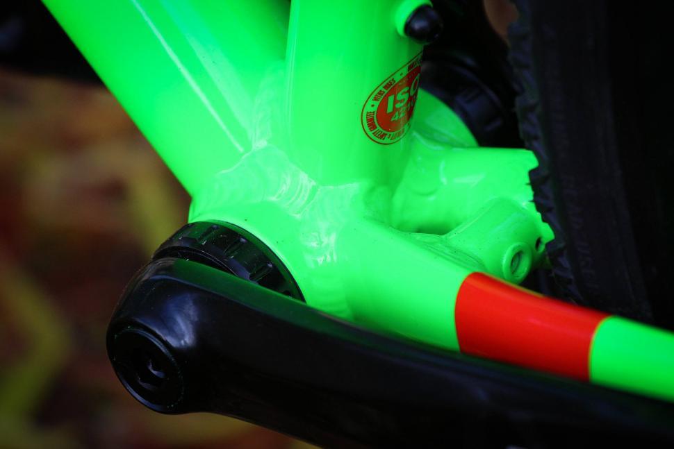 Vitus Energie Apex - bottom bracket.jpg