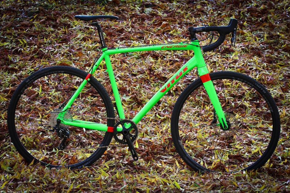 Vitus Energie Apex - full bike.jpg