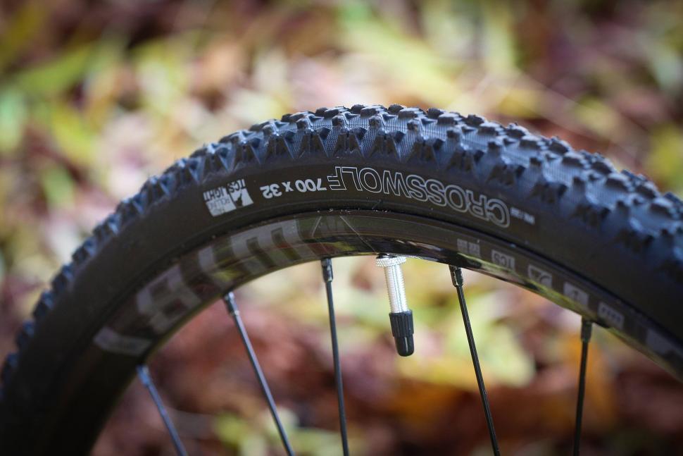 Vitus Energie Apex - tyre.jpg