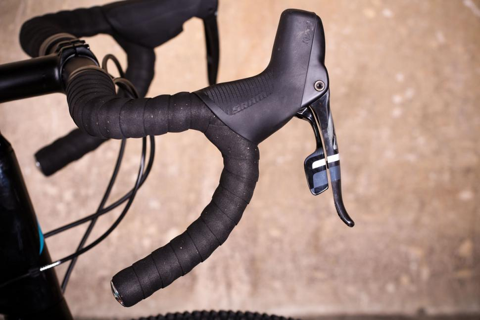 Vitus Energie CRX - bar and lever.jpg
