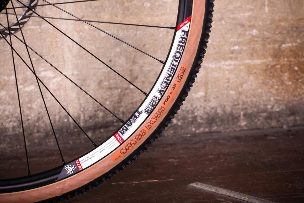 Vitus Energie CRX - rim and tyre.jpg