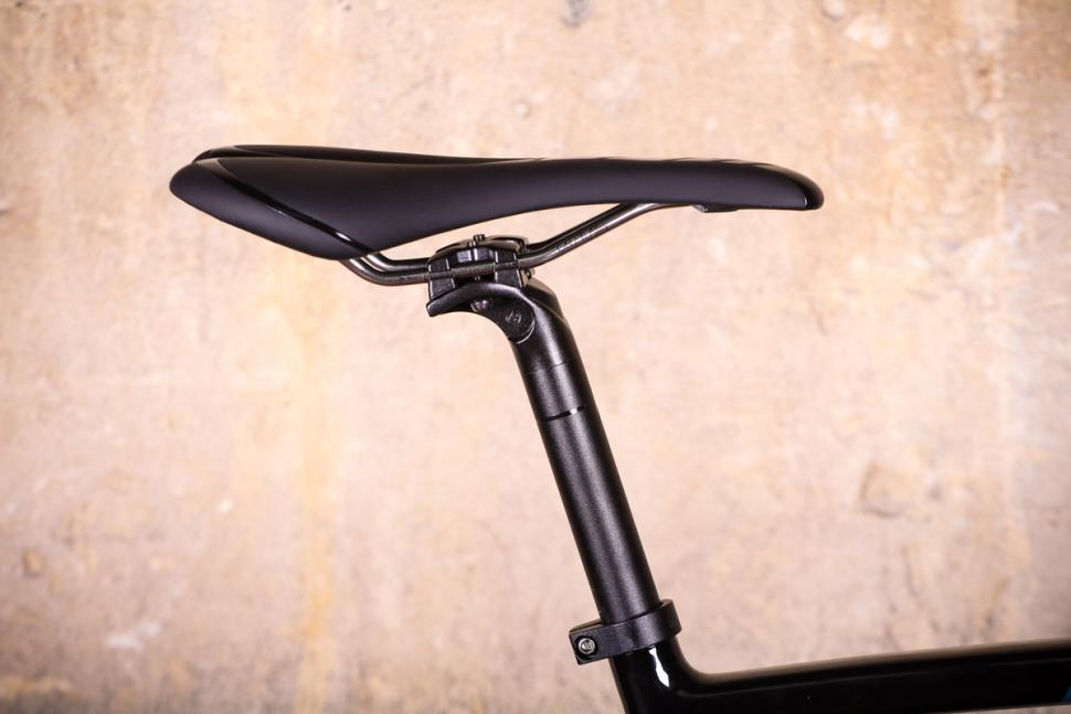 Vitus Energie CRX - saddle and post.jpg