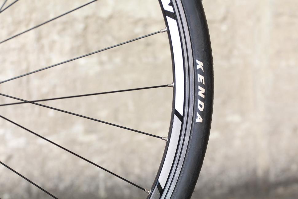Vitus Razor - rim and tyre.jpg