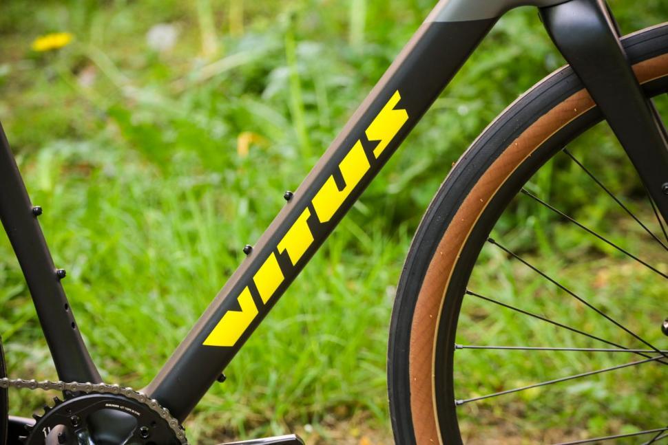 Vitus Substance CRX - down tube.jpg