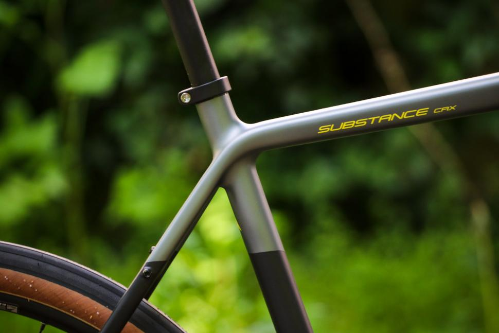 Vitus Substance CRX - seat tube junction.jpg