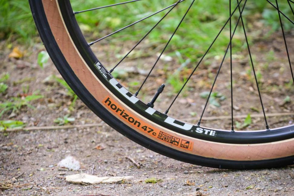 Vitus Substance CRX - tyre amd rim.jpg