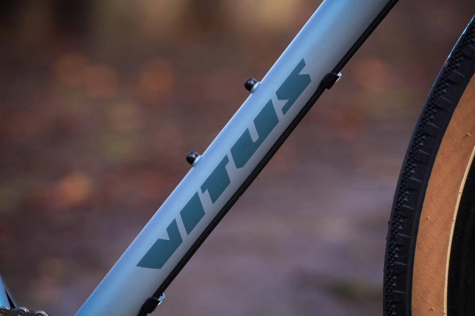 Vitus Substance V2 Apex - down tube.jpg