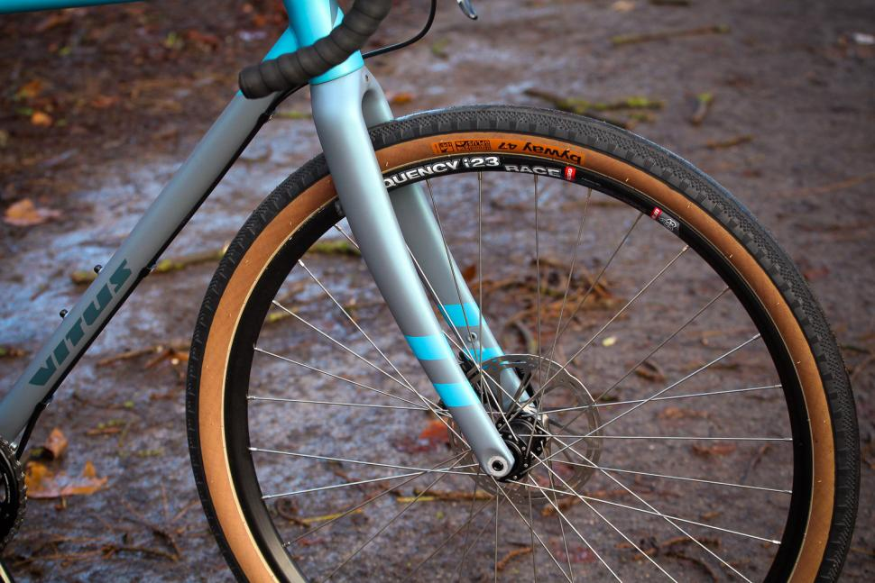 Vitus Substance V2 Apex - fork.jpg