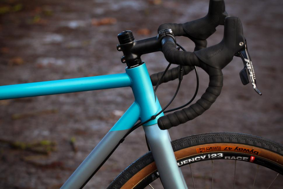 Vitus Substance V2 Apex - head tube.jpg