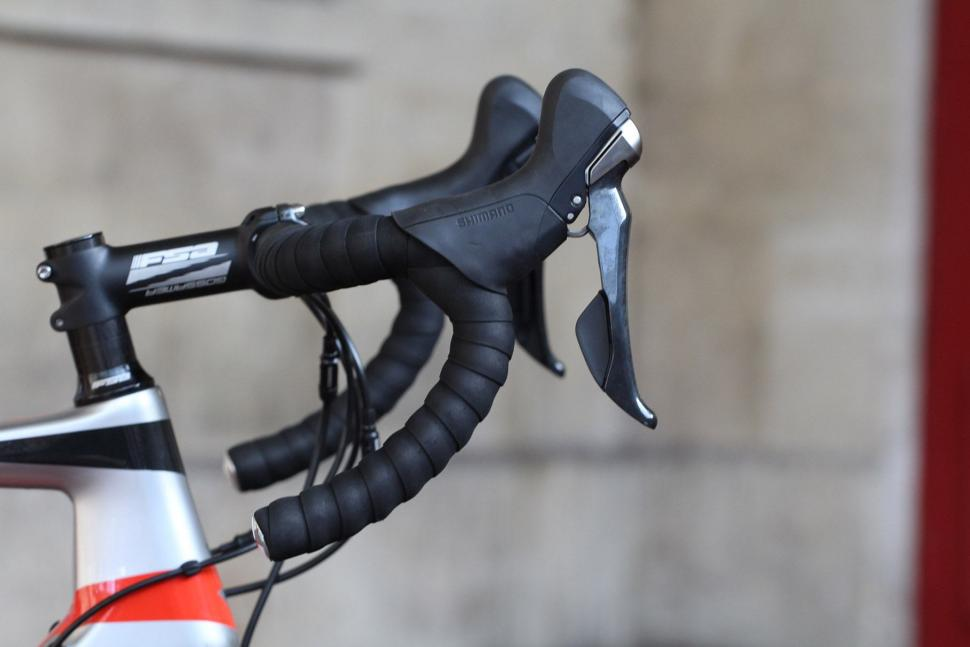 Vitus Vitesse Evo Disc - bar and shifter.jpg