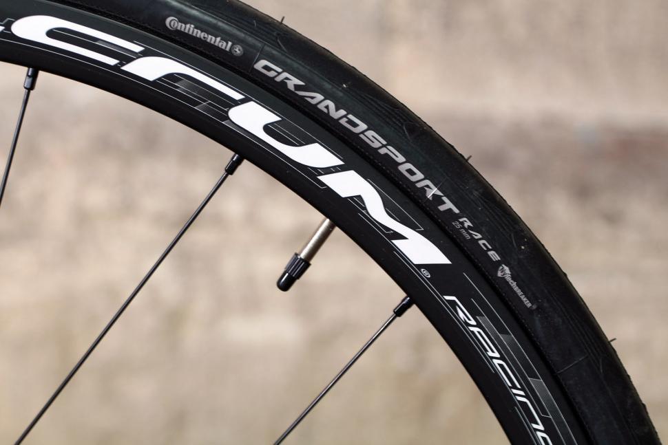 Vitus Zenium - rim and tyre.jpg