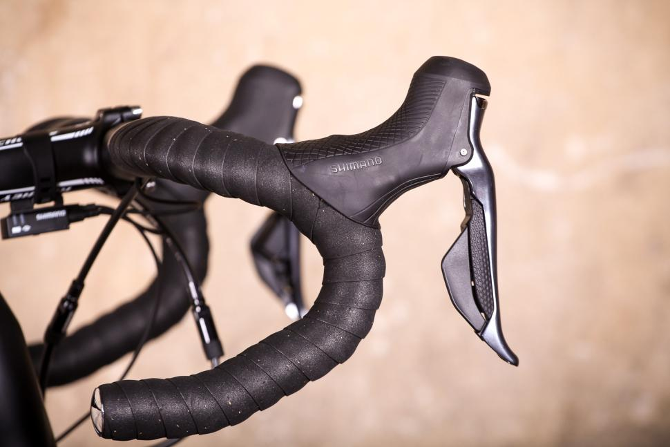 Vitus ZX-1 Ultegra Di2 - bar and shifter.jpg
