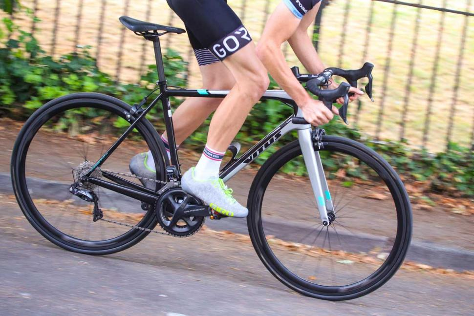 vitus_vitesse_evo_cri_ultegra_di2_-_riding_3.jpg