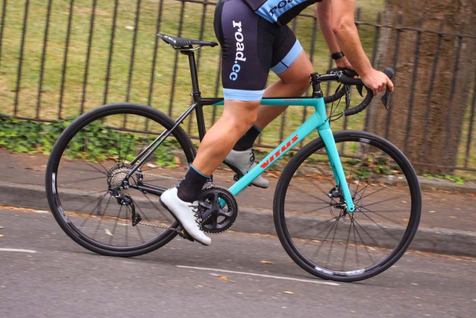 vitus_zenium_sl_vrx_disc_-_riding_3.jpg
