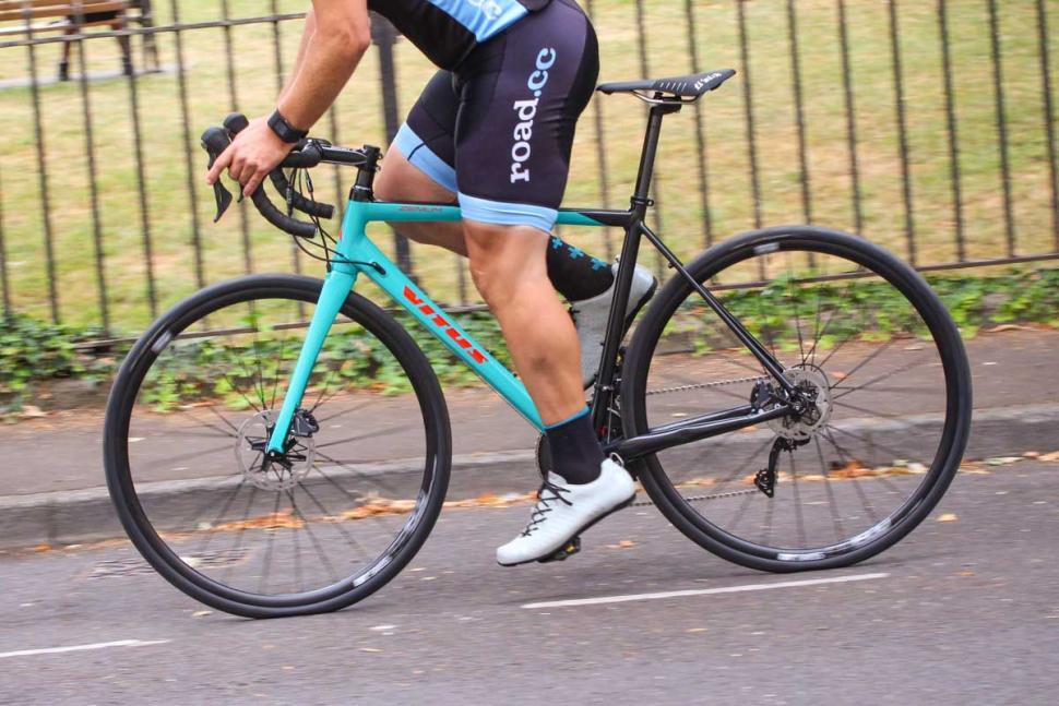 vitus_zenium_sl_vrx_disc_-_riding_4.jpg