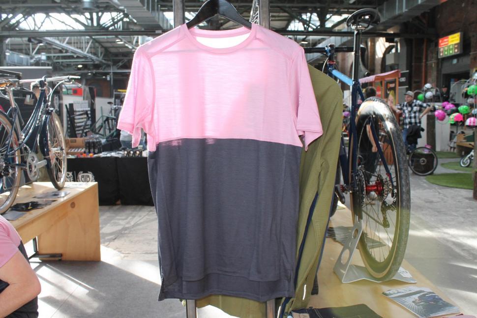 Vulpine SS17 Mens Extrafine Merino Tshirt - 1.jpg