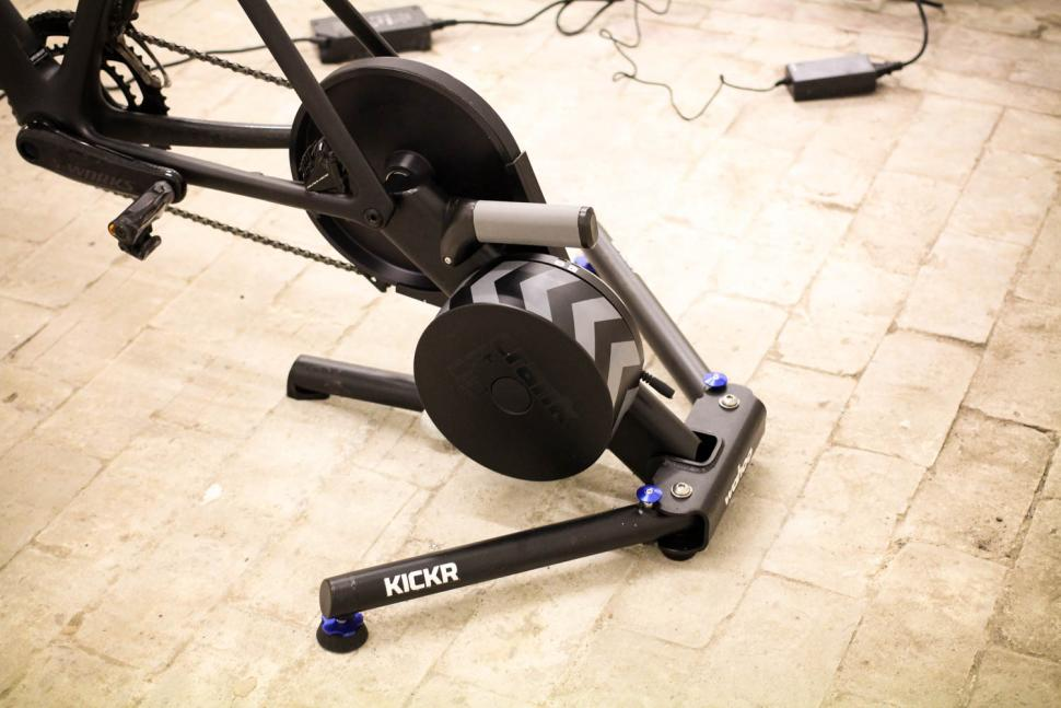 Wahoo 2018 Edition KICKR Smart Trainer - side 2.jpg