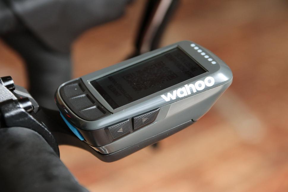 Wahoo Elemnt Bolt GPS bike computer - side.jpg