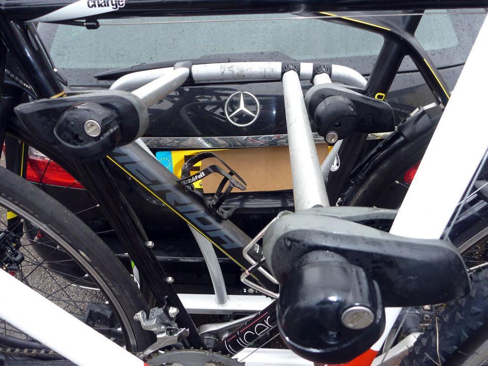 Whispbar WBT31 3 bike tow bar carrier02.jpg